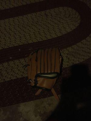 Baseball glove for Sale in Affton, MO