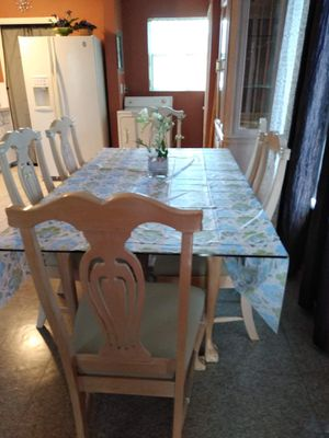 Dining room table and China cabinet for Sale in West Palm Beach, FL