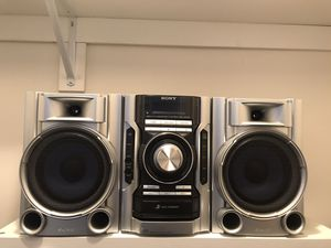 SONY MHC-EC55 3-Disc Mini Hi-Fi Stereo System w/subwoofers for Sale in Newport News, VA