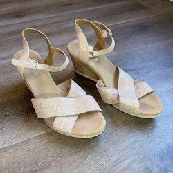 Women's Size 10 Clark's Sandal Wedge Heels for Sale in Bloomington,  IL