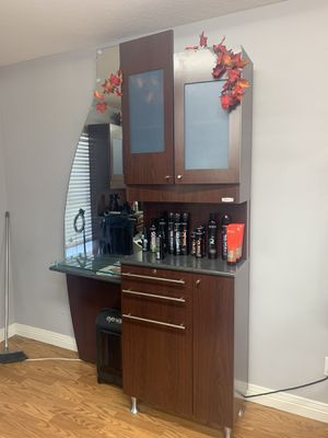 8 salon stations and 2 retail shelves for Sale in Winter Haven, FL