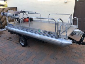 11 feet Pontoon Boat lake ready, great for Small lanes or residential lanes for Sale in Phoenix, AZ