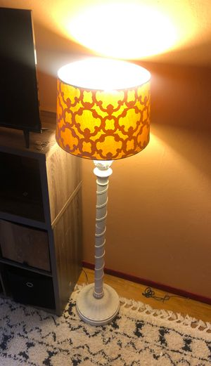 Standing floor lamp for Sale in San Rafael, CA