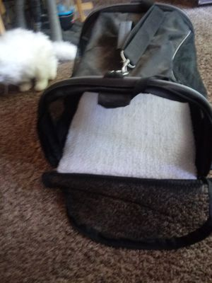 Selling a nice clean dog or cat carrier for Sale in Wichita, KS