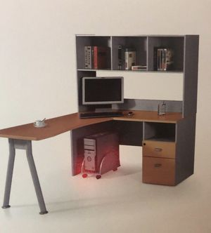 L shape desk with hutch for Sale in Fort Lauderdale, FL