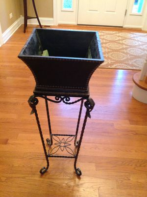 Gorgeous upscale plant stand for Sale in Barrington, IL