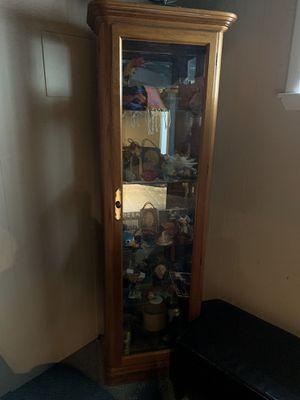 Curio cabinet for Sale in Cincinnati, OH