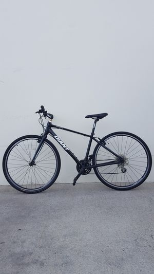 """GIANT ROAD BIKE SIZE TIRE 700"""" SIZE FRAME SMALL for Sale in Fountain Valley, CA"""