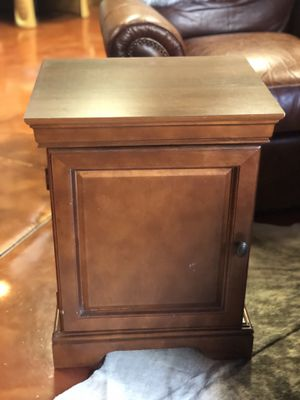 Nightstand / end table / cabinet for Sale in Walnut Creek, CA