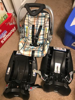 Baby Trend infant car seat with 2 bases for Sale in Maryville, TN