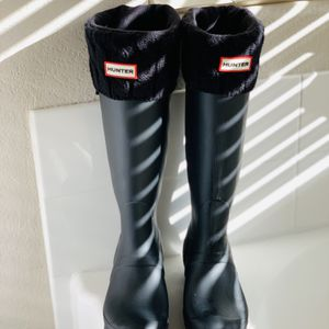 Hunter Rain Boots Size 9 AND expandable For Wide Calves for Sale in Las Vegas, NV