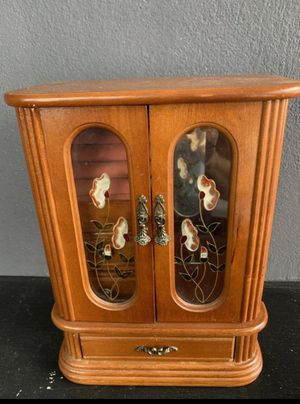 Lovely wooden jewelry box, holds many pieces! for Sale in Fort Lauderdale, FL