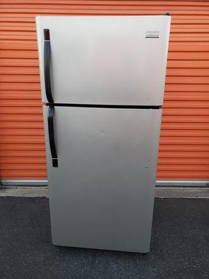 Frigidaire apartment fridge for Sale in Los Angeles, CA