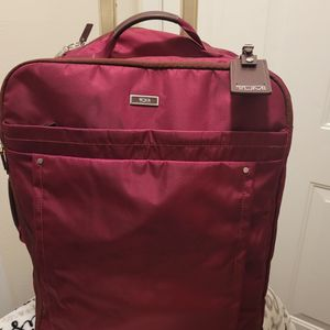 Tumi Voyageur Super Leger International Carry On Suitcase Red for Sale in Everett, WA