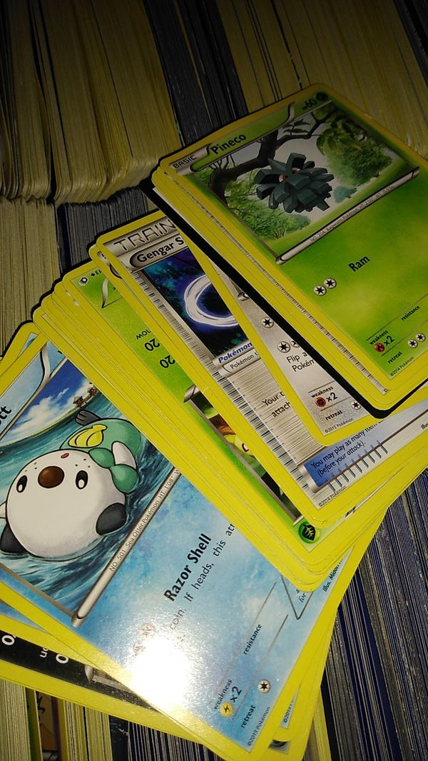 Lot of 2000 Pokemon cards