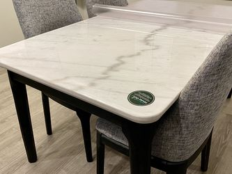 White Marble Dining Table with 4 chairs for Sale in Herriman,  UT