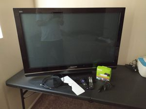 "Panasonic Viera 42"" with Roku for Sale in Garden Grove, CA"