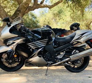 2010 Kawasaki zx14 special addition 2,000 miles for Sale in Imperial Beach, CA