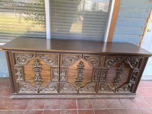 Antique - 1975 Filbar Dresser for Sale in Norco, CA