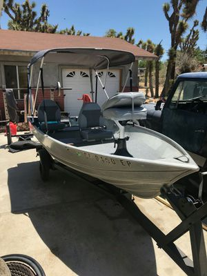 Aluminum Boat with Suzuki DT16 clean Engine for Sale in Los Angeles, CA