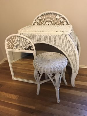White Wicker Vanity with Stool & Mirror for Sale in Ballwin, MO