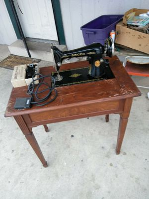 Antique 1928 Singer sewing machine and table for Sale in Denver, CO