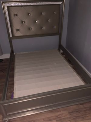 Bed frame and Box Spring for Sale in Pittsburgh, PA