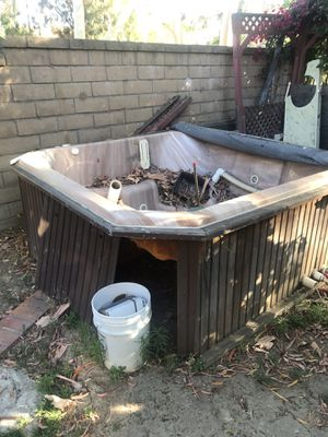 4 person Jacuzzi hot tub. (No motor) for Sale in Phillips Ranch, CA