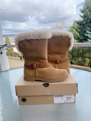 Ugg boots youth's size 4 fit women's size 6 for Sale in Tukwila, WA