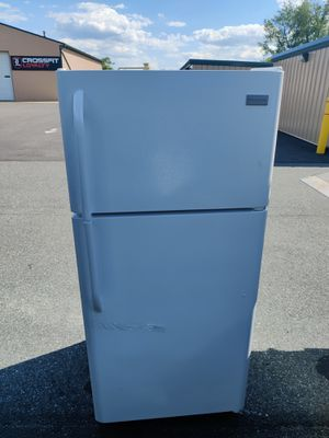 Fridgaire top and bottom refrigerator for Sale in Swedesboro, NJ
