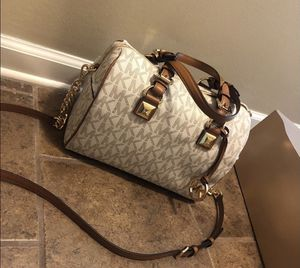 Michael Kors bag for Sale in Goodyear, AZ