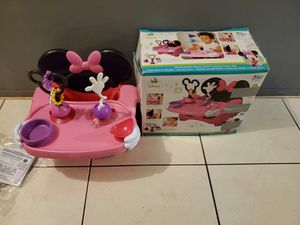 NEWWW MINNIE MOUSE PORTABLE HIGH CHAIR for Sale in Miami, FL