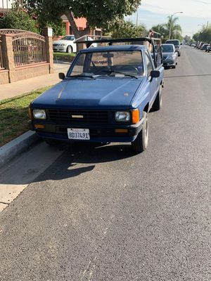 Toyota pick up 4cilinrdos 86 for Sale in Westchester, CA
