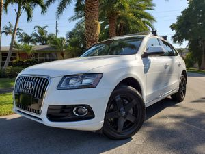 Like New 2013 Audi Q5 Turbocharged Panoramic Roof Clean Title Wheels for Sale in Pembroke Park, FL