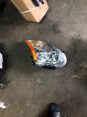 2010 Nissan rougue headlights for Sale in Miami, FL