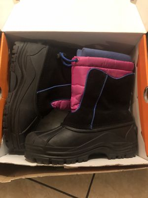 Girl snow boots size 5 for Sale in Sacramento, CA