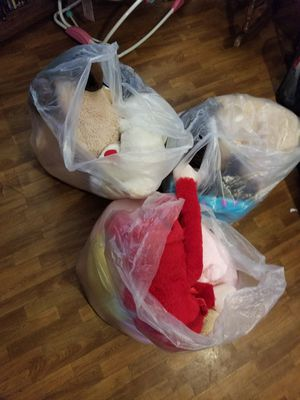3 huge bags of stuffed animals and baby dolls for Sale in Shelbyville, TN