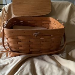 Longaberger Small picnic Basket for Sale in Bellevue,  WA