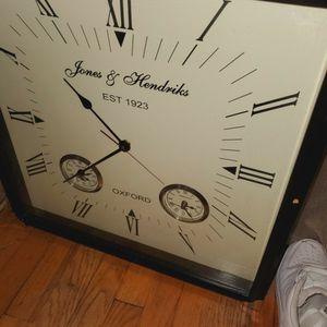James & Hendrix Clock for Sale in Clinton Township, MI