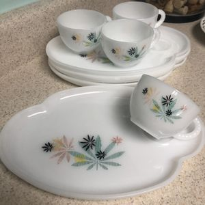 Milk Glass, Vintage, Leafy, Maple Leafs, Green, Pink, Dishes, Cups, Plates, Set, Snack Time for Sale in Redmond, WA