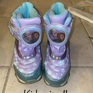 Used FROZEN SNOW BOOTS Size 11 for Sale in Compton, CA