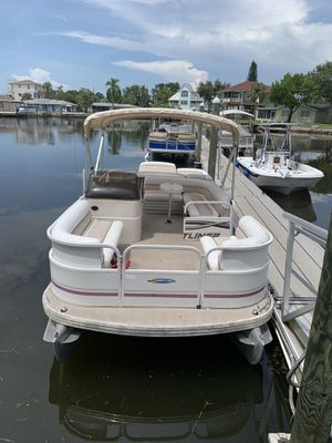 2007 Crestliner 2085 Sport Classic Pontoon Boat for Sale in Hudson, FL