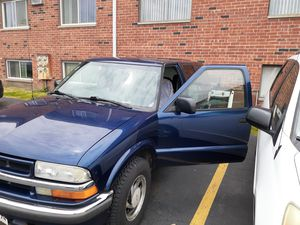 2001 chevy blazer for Sale in Westmont, IL