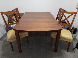 Dining table with 4 chairs for Sale in Mount Prospect, IL