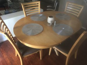 Kitchen Dining Table with 4 chairs for Sale in Las Vegas, NV