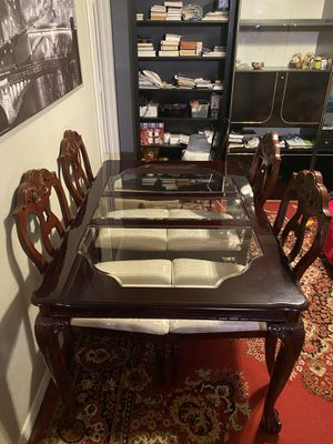 GORGEOUS DARK CHERRY TABLE WITH 4 CHAIRS! DELIVERY AVAILABLE FOR $30 for Sale in Portland, OR