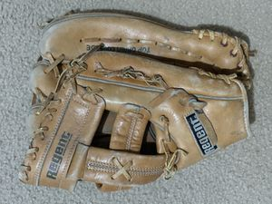 Right hand brown regent leather softball baseball glove for Sale in Syosset, NY