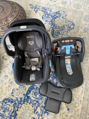 Uppababy Mesa car seat and base with infant insert 2017 for Sale in Los Angeles, CA