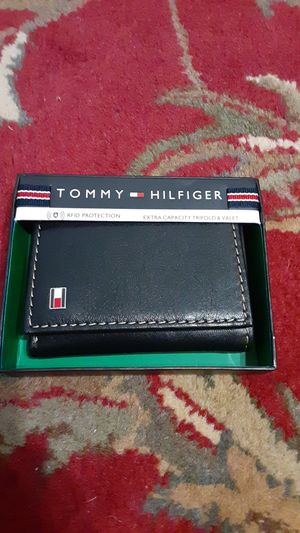 Tommy Hilfiger wallet for Sale in O'Fallon, MO