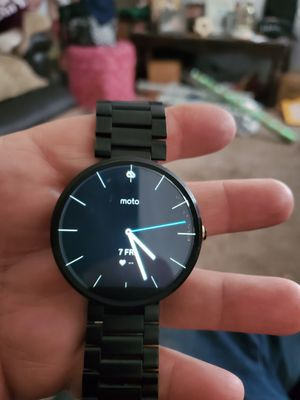 Motorola smartwatch works great has charge base included for Sale in Puyallup, WA